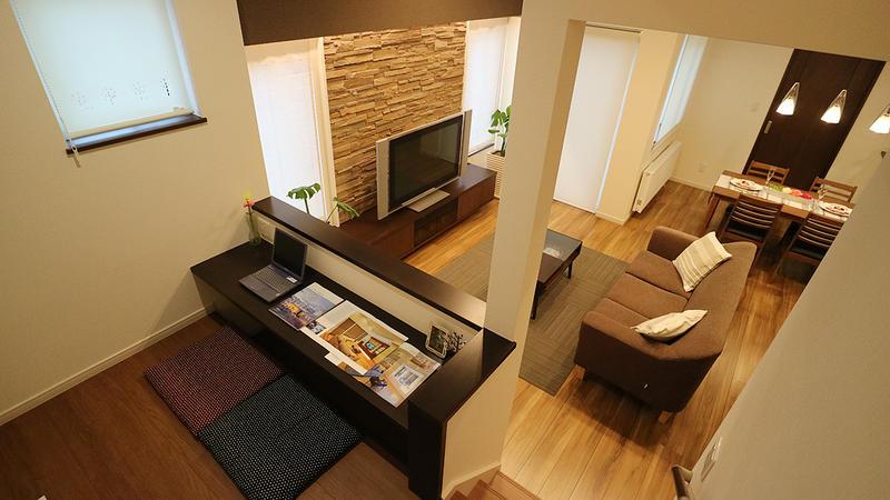 半地下空間、中2階フリースペース、屋上ガーデン。いろんな居場所に笑顔あふれる家。