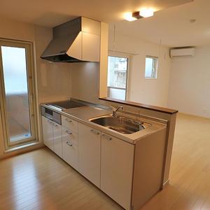 キッチン ※写真は、同じBタイプの1階です。